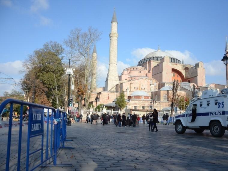 Власти Турции отпустили жену идочь сотрудника американского консульства, подозреваемого всвязях соппозицией