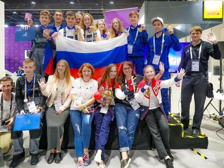 Российские школьники взяли всё «золото» наолимпиаде вАбу-Даби