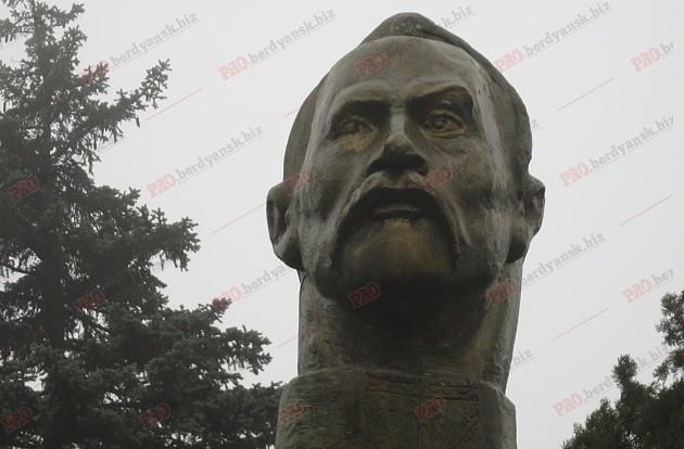 ВЗапорожской области Феликса Дзержинского превратили вкозацкого полковника,