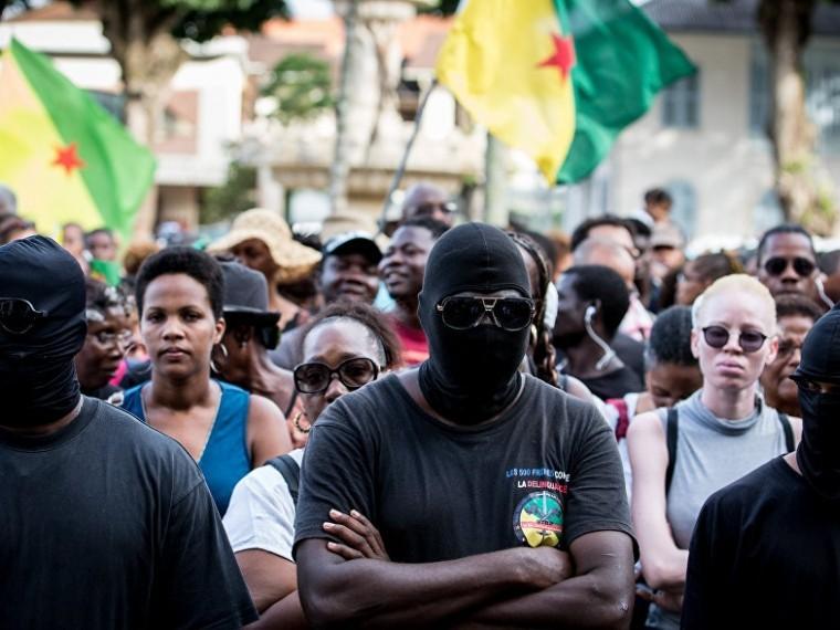 Французская Гвиана нехочет принимать Эмманюэля Макрона