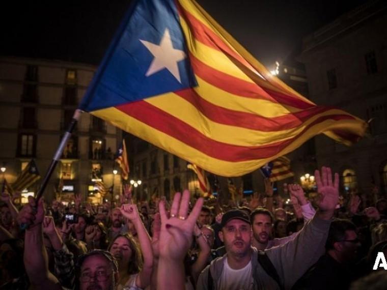 Премьер министр Испании отправил правительство Каталонии вотставку