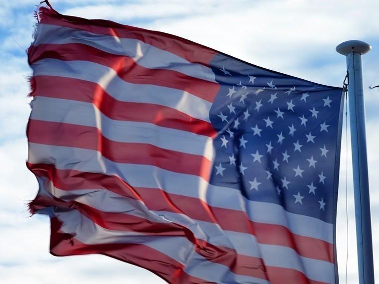 СМИ: США вдвое сократили выдачу виз россиянам