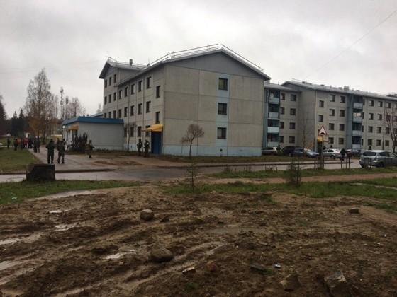 ВЛенобласти вооружённые военные помешали отрезать трубу вобщежитии Минобороны