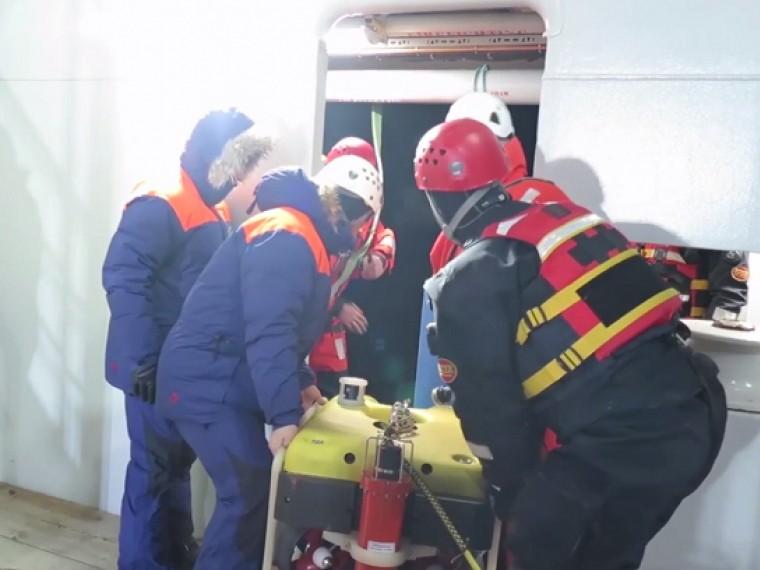Спасатели обследовали фюзеляж разбившегося вНорвегии Ми-8— видео сместа