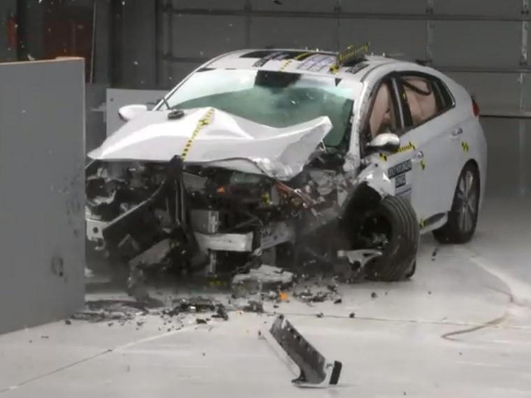 Опубликованожуткое видео краш-тестов, после которых три моделиHyundai признали самыми безопасными