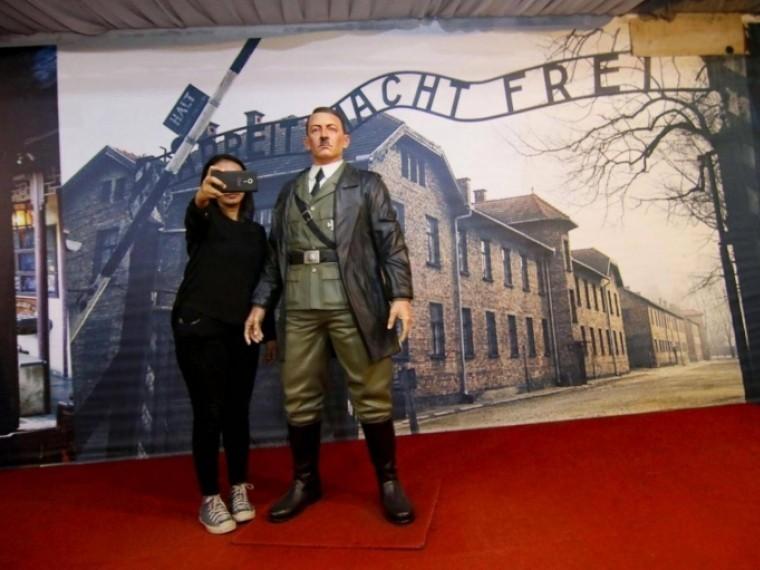 Виндонезийском музее убрали восковую копию Гитлера после громкого скандала