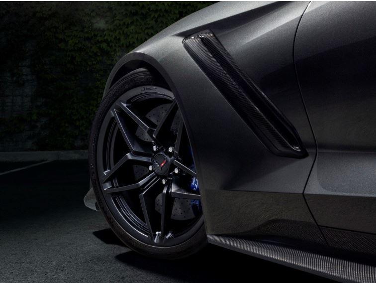 Папе римскому Франциску подарили неповторимый  Lamborghini
