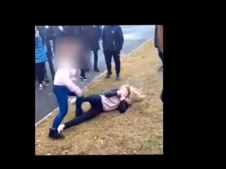 Полиция изучает обстоятельства кровавой драки школьниц вУдмуртии