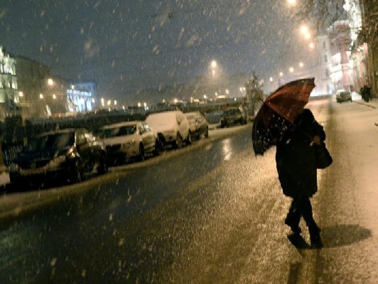 НаСанкт-Петербург идет мокрый снег