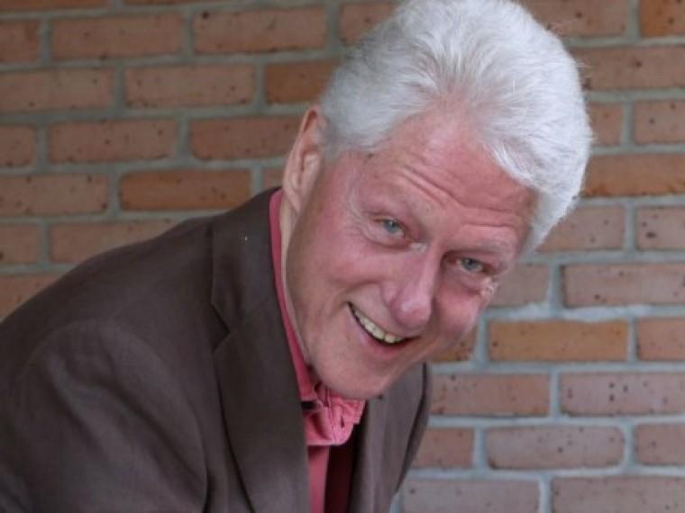 Билл Клинтон снова вцентре секс-скандала