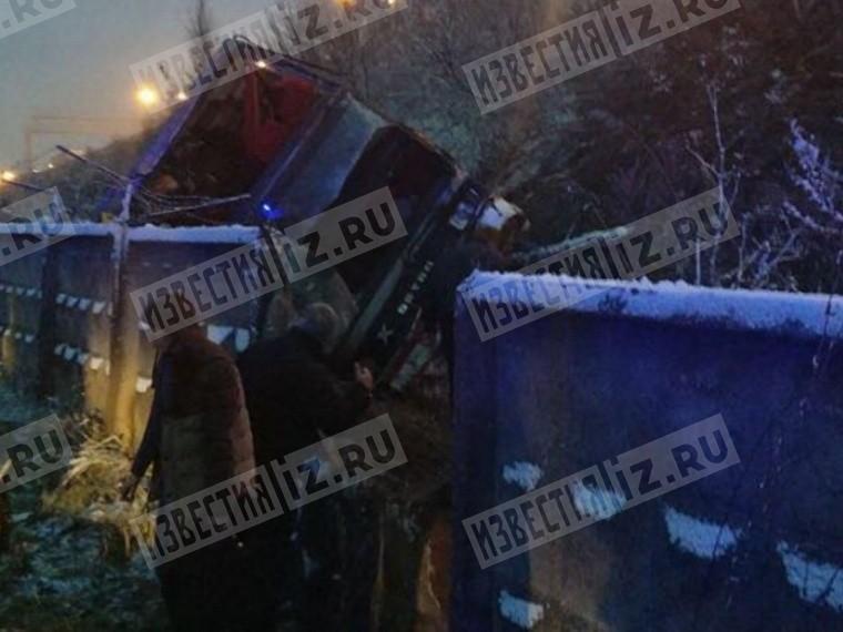 Три человека пострадали при аварии савтобусом вПодмосковье