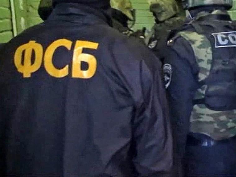 Притворившись сотрудниками ФСБ, налетчики вПетербурге похитили уинкассаторов10миллионов рублей