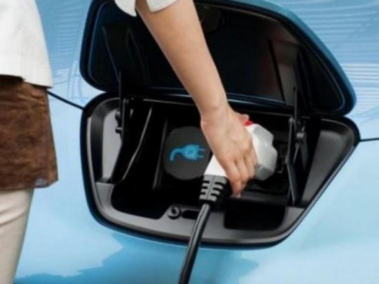 Электромобили теперь можно заряжать впомещениях