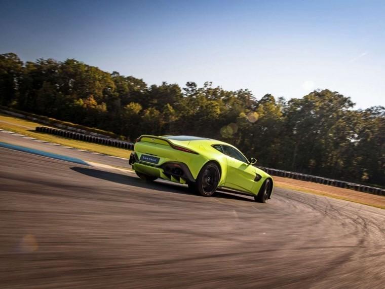 Aston Martin представил новое купе Vantage
