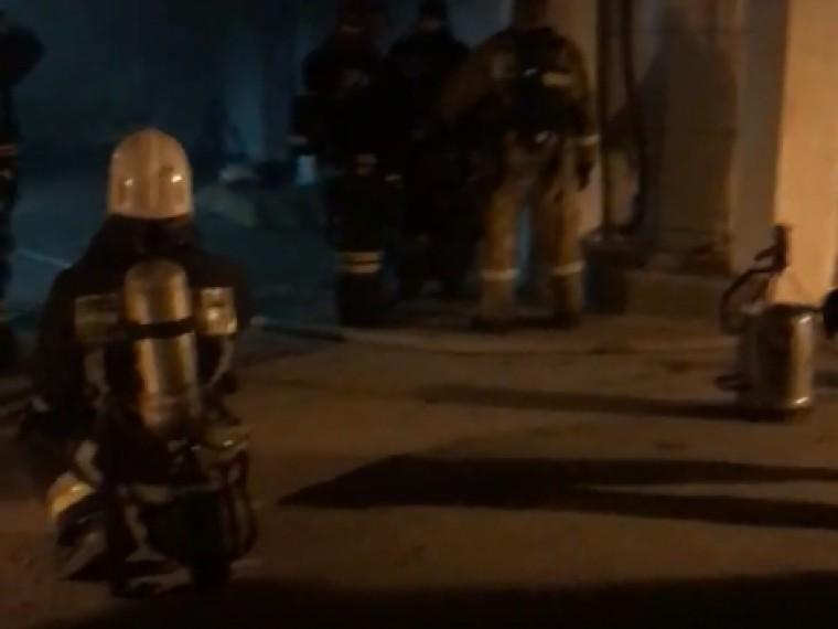 Пожар напарковке петербургского ТРК потушен