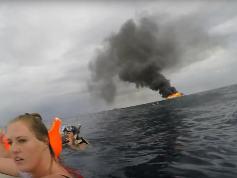 Русские туристы опубликовали видеозапись своего спасения сгорящего судна вТаиланде