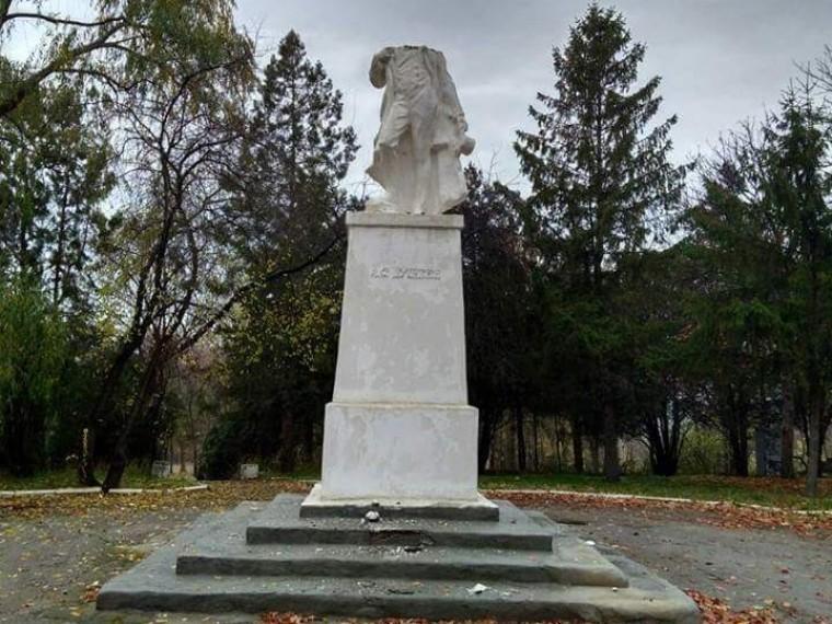 ВМолдавии вандалы обезглавили памятник Пушкину