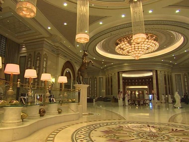 Арестованные принцы Саудовской Аравии томятсявлюксовом отеле сбассейном ибоулингом