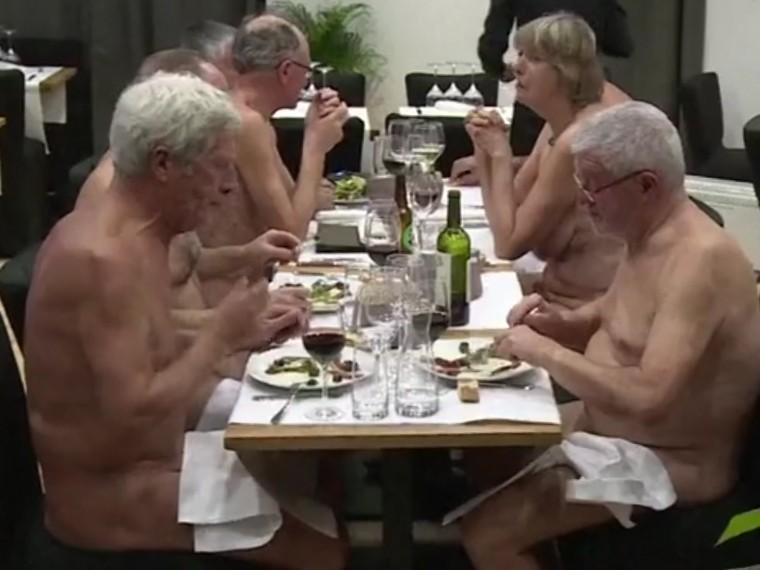 «Голый завтрак» неспортивных пенсионеров изФранции попал навидео