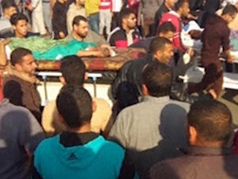 ВЕгиптевсю ночь хоронили жертв теракта вмечети впровинции Северный Синай