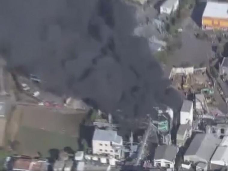 Врезультате мощного взрыва нахимическом заводе вЯпонии 13 человек пострадали, один погиб