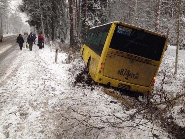 Устроил ДТП испрятался вкабине отрассерженных пассажиров водитель автобуса вПетербурге