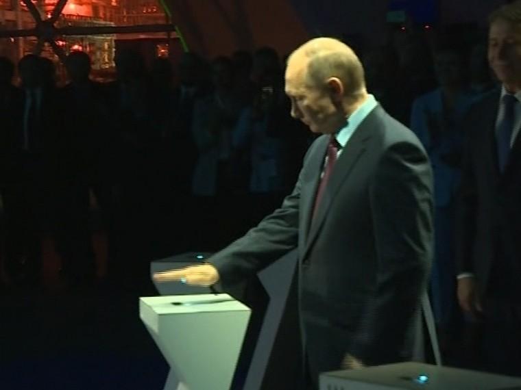 Путин поучаствовал взагрузке танкера сжиженным газом завода «Ямал СПГ»