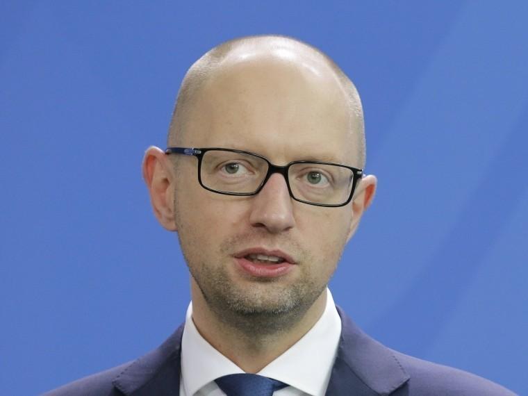 Яценюк рассказал оприказе Турчинова применятьвКрыму оружие