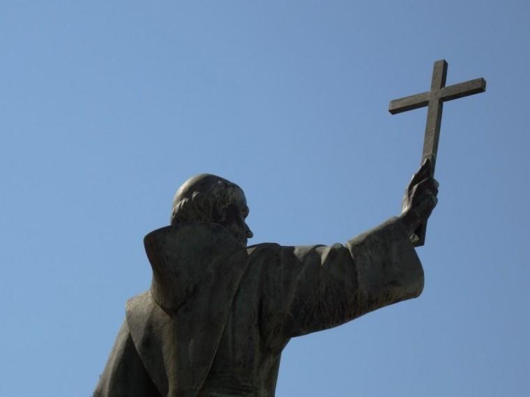 НаБазилику святой Екатерины вПетербурге возвращают копии скульптур евангелистов