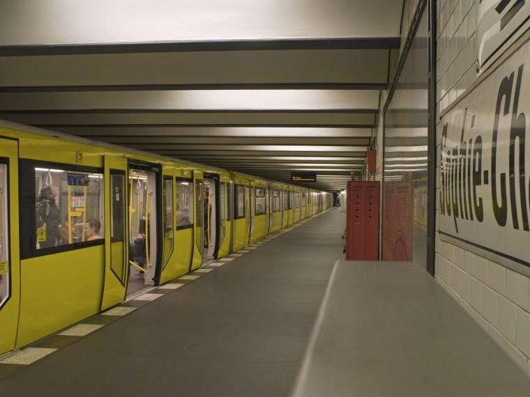 божьим словом револьвером вытребовал метро берлинский пенсионер
