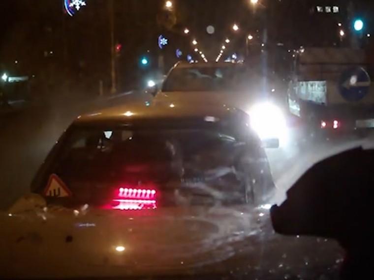 видео нетрезвый водитель протаранил машин встречной полосе москве