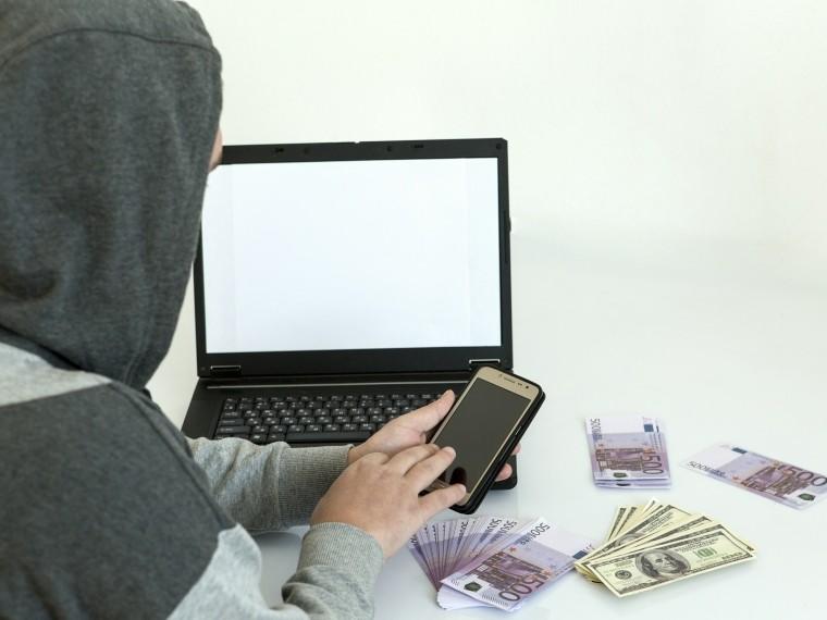 Хакер взломал страницу москвички всоцсети иугрожал опубликовать ееоченьинтимные фото