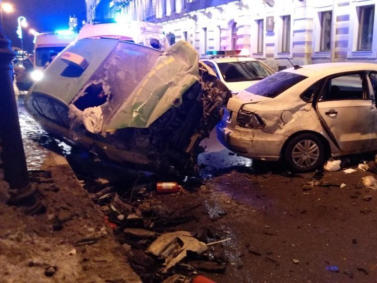 Видео крупное ДТП произошло в центре Петербурга, есть пострадавшие