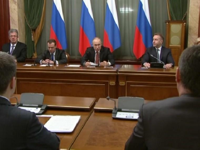 Путин отметил работу Центробанка иКабмина из-зарекордно низкой инфляции