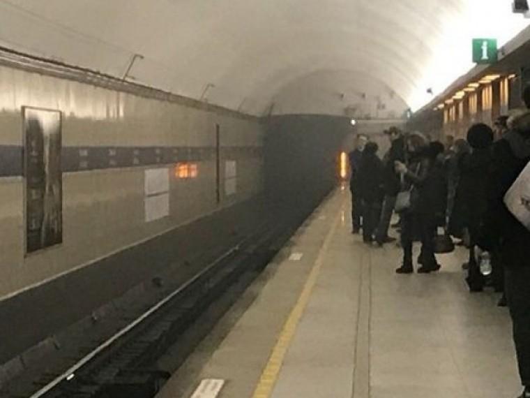 Пятый канал публикует первые кадры сместа пожара настанции метро «Горьковская»