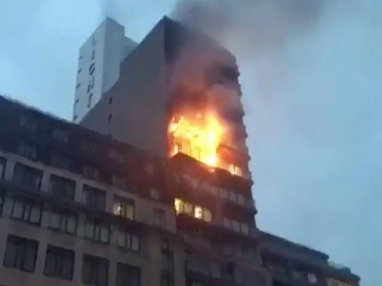 Пятый канал публикует видео сместа крупного пожара вцентре Манчестера