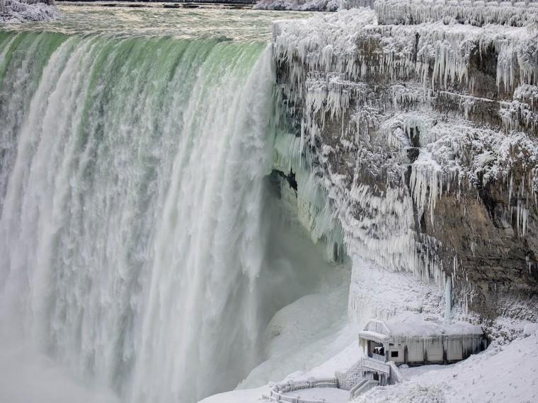 Ледниковый период: аномальный холод вСША заморозил Ниагарский водопад