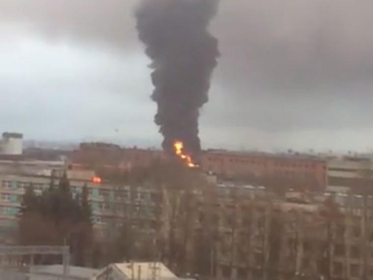 Пятый канал публикует первые кадры сместа крупного пожара вПодольске