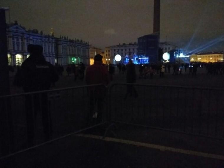 ВГУМЧС РФпоПетербургу опровергли сообщения обэвакуации людей сДворцовой площади
