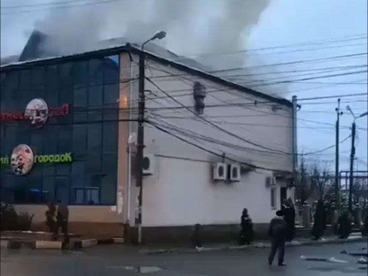 Видео: вДагестане горит крупный развлекательный центр