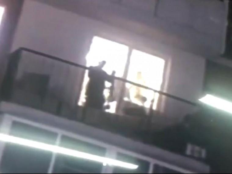 Житель Хабаровска вновогоднюю ночь палил поокнам изружья