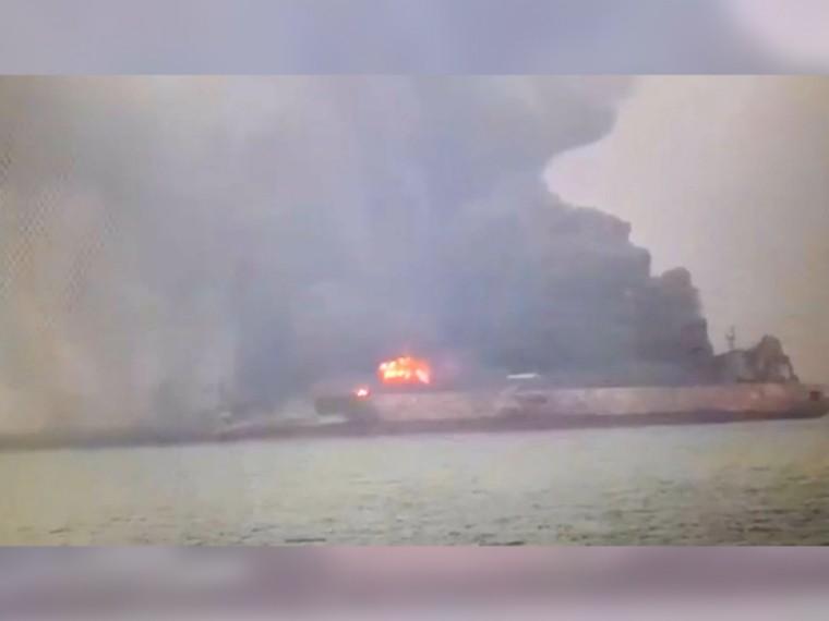 США направили самолет напоиски пропавших32 человек врайоне горящего танкера уберегов КНР