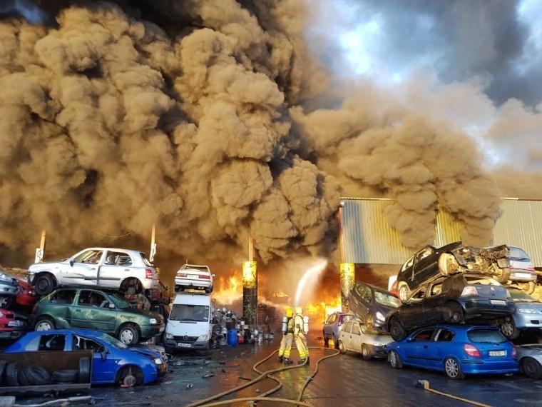 Мощнейший пожар вспыхнул наокраине Дублина