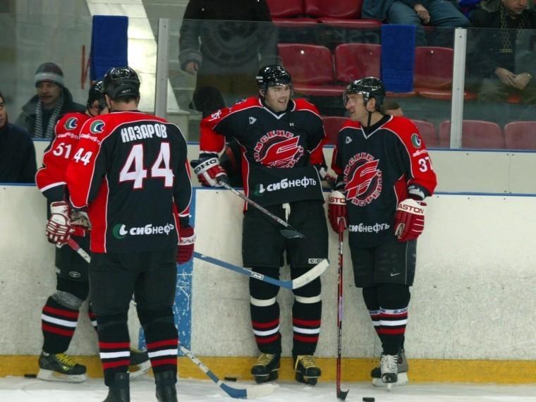 Хоккеисты омского «Авангарда» подрались нановогоднем корпоративе