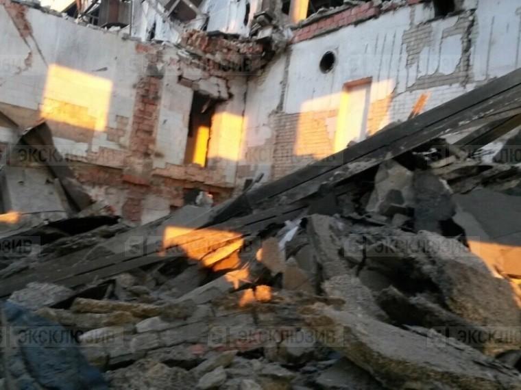Пятый канал публикует первое фото сместа обрушения стены аварийного здания вКопейске