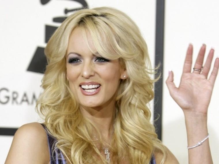 СМИ: Американская порнозвезда получила приличную сумму замолчание освязи сТрампом