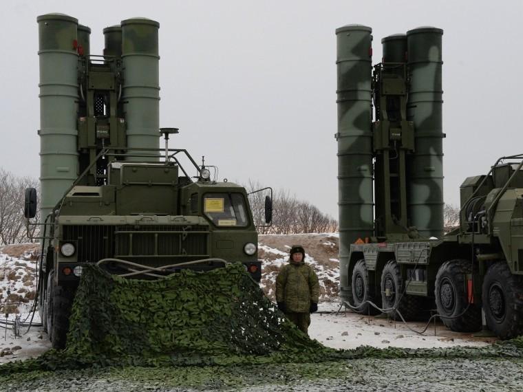 Зенитно-ракетные комплексы С-400 «Триумф» заступили набоевое дежурство вКрыму