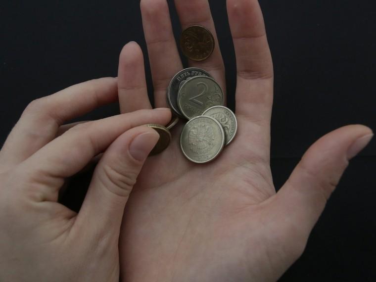 Нехватило пяти рублей: принципиальный кондуктор выгнала изавтобуса школьницу на20-градусный мороз вТюмени