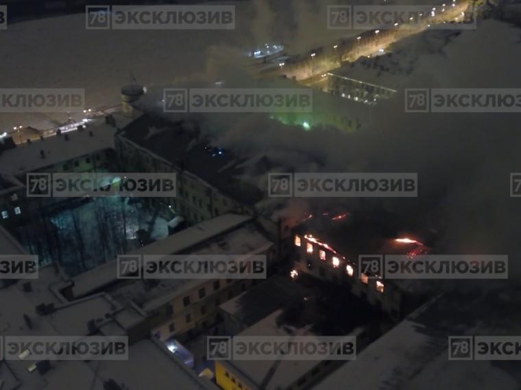 Видео: пожар вМорском корпусе Петра Великого сняли сквадрокоптера