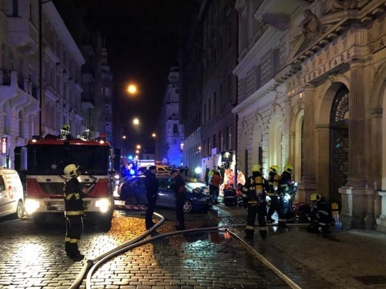 Два человека погибли при пожаре вгостинице вПраге